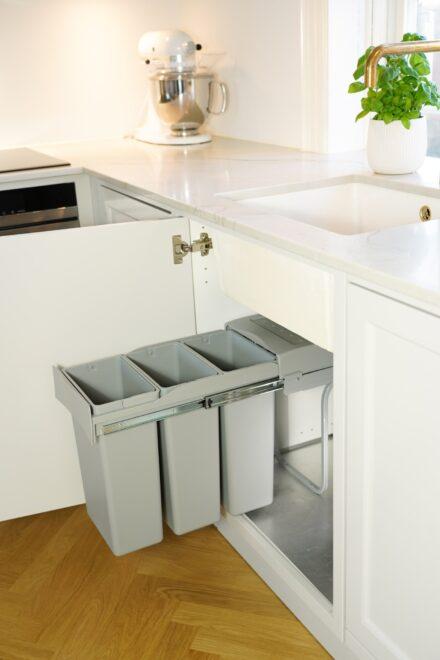 Affaldssystem til køkkenet med tre sorteringsspande