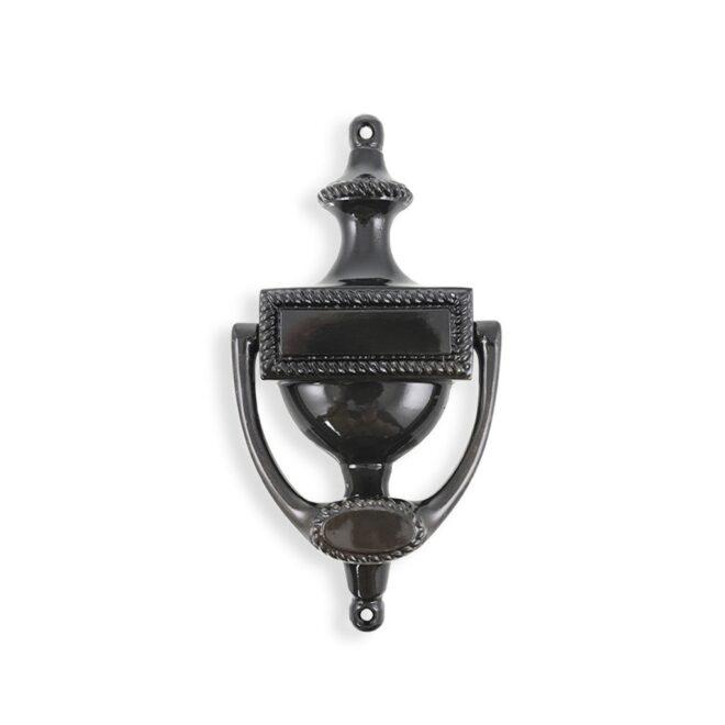Dørhammer: Dørhammer i engelsk stil i sort oxideret messing med lak