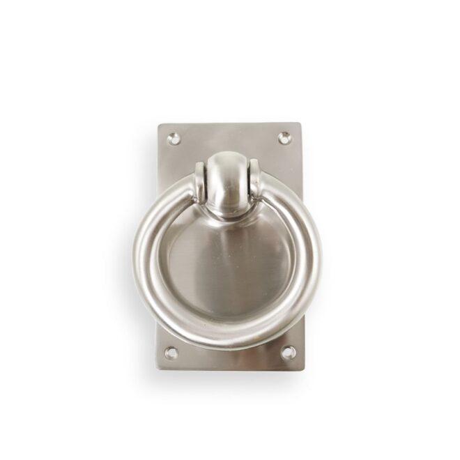 Dørhammer: Dørhammer ring med plade i mat forniklet messing