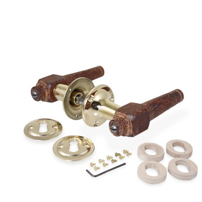 Dørgreb: Svanemølle dørhåndtag i træ inkl. roset og nøgleskilt i blank messing uden lak