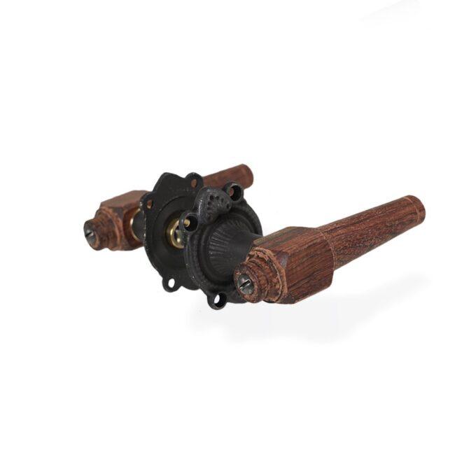 Dørgreb: Svanemølle dørhåndtag i træ inkl. roset og nøgleskilt i sort oxideret messing