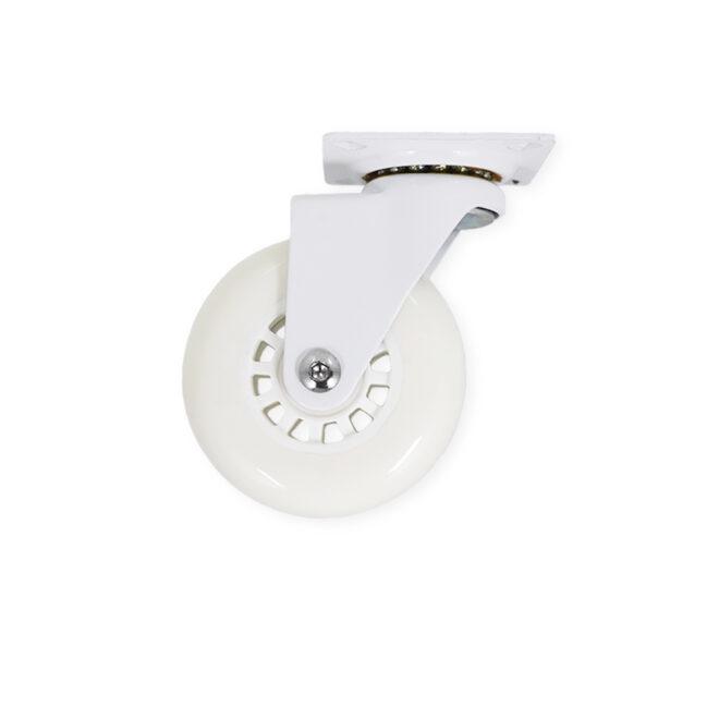 Hvidt møbelhjul uden bremse til montering under f.eks. køkkenelementer. Hjulet har en bred hvid gummibelægning.